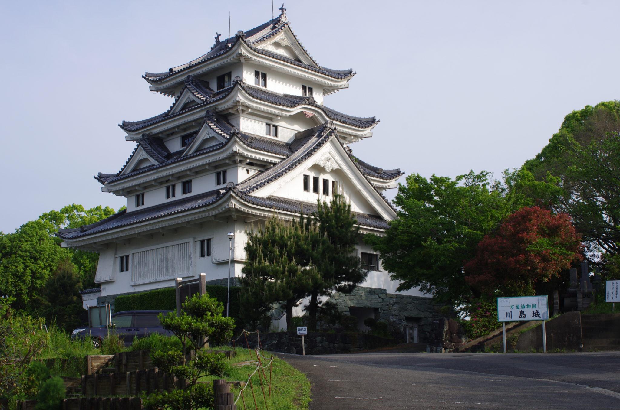 国道を走っていると見えてくるお城は?「川島城」